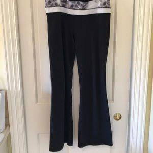 Lululemon Black Yoga Athletic Pants floral waist-M